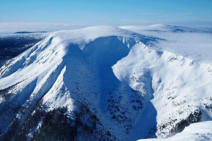 Ściany kotła mają ponad 350 m wysokości