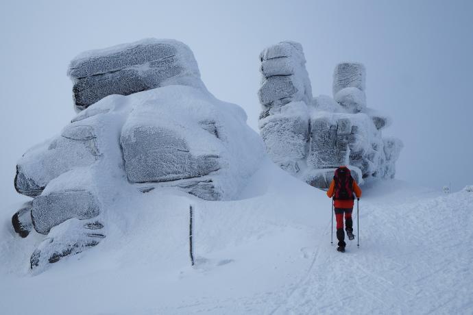 Na wysokości 1290 m mijamy grupę skałek, nazywaną 'Trzema Świnkami'