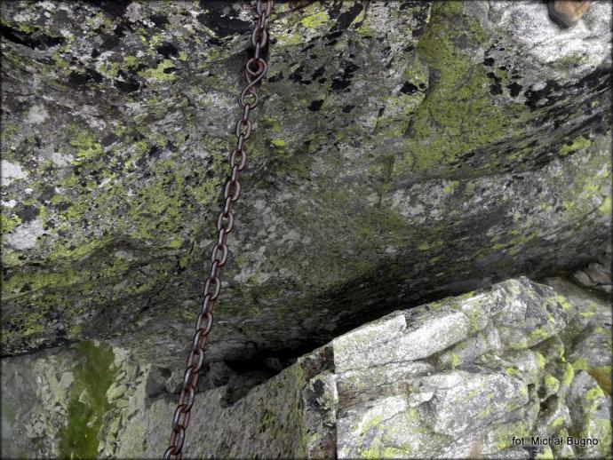 Orla Perć – szczelinka na przejściu przez Granaty