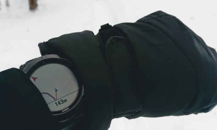 Garmin Fenix 6X Pro Solar pokazuje odleglosc od trasy
