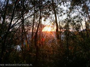 Wschód Słońca w Błękitnych Górach