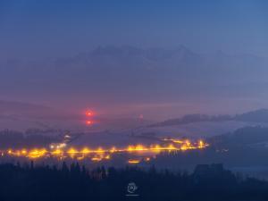 W świetle księżyca i objęciach mgły