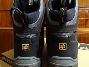 Oba buty od tyłu