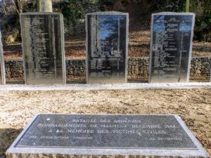 Malmedy zostało zbombardowane w grudniu 1944 roku przez Stany Zjednoczone, w wyniku czego śmierć poniosło ponad 200 cywilów