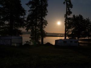 Wieczory z księżycem w tle