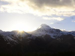 Zachód słońca z Kazbekiem.