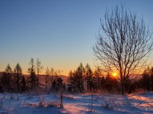Wschód słońca w drodze na Lubań