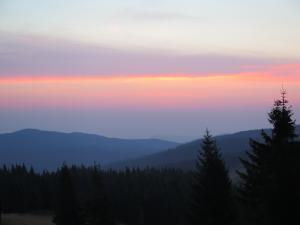 Wschód Słońca w Gorcach