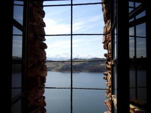 Spójrz przez okno - ruiny zamku w Czorsztynie