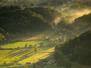 Pierwsze promienie słońca w Rudawach Janowickich