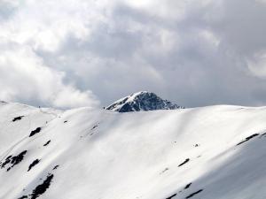 Scena 3: Tatry, widok z Rakonia na kuszący grzbiet Rohacza (kwiecień)