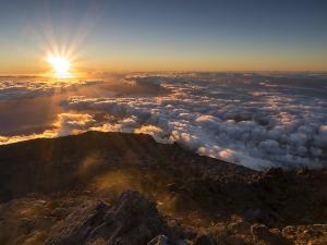 Świt na wierzchołku wulkanu Pico na Azorach. Portugalia.