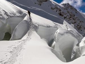 Przejście po mostach śnieżnych - jeden z bardziej niebezpiecznych fragmentów trasy.