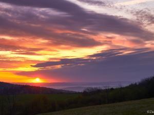 Słońce powoli wzbija się ponad horyzont