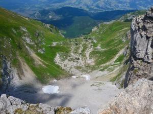 Urwisko opadające do Doliny Mułowej.