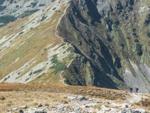 Jarząbczy Wierch – Spojrzenie w dół, na pokonany niedawno etap wejścia na szczyt