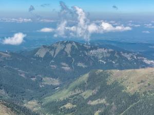 Jarząbczy Wierch - Panorama Tatr ze szczytu i chmury układające się w przedziwne obrazy