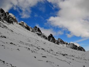 Staroleśny Szczyt, Granatowe Wieże i śnieżne pole