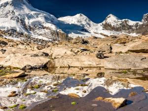Na prawo od niego dwaj bracia - Castor (4228 m) i Pollux (4092 m)...
