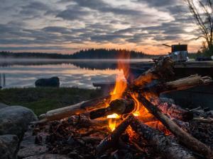 Biwak nad jednym z tysięcy szwedzkich jezior.