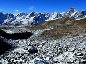 W drodze do przełęczy Cho La (5330 m n.p.m.). Było bardzo zimno, minus 15 stopni. Woda zamarzała w butelkach, a palce naszych dłoni kostniały z zimna.Bardzo ciężki dzień trekkingu