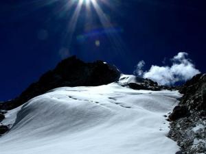 Widok nieskazitelnie białego lodowca z przełęczy Cho La.Nie mogliśmy przestać się zachwycać