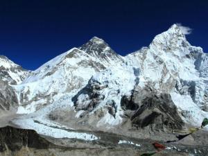 Everest (8848 m) i Nuptse (7861 m).Widok z góry Kala Patthar (5550 m n.p.m.)