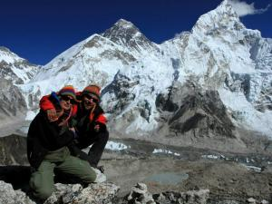 Miśki Adventure Team na górze Kala Patthar (5550m n.p.m.)