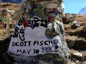 """Czorten Scotta Fishera, alpinisty, który zginął w tragedii na Evereście 11 maja 1996 roku.Wydarzenia tamtych dni opisuje Jon Krakauer w kontrowersyjnej książce """"Wszystko za Everest""""."""