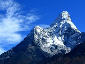 Ama Dablam (6856m n.p.m.), uważana za najpiękniejszą górę świata. Zgadzamy się z tym w pełni, jest naprawdę piękna.Widok z wioski Kyangjuma (czyt.Kandżuma)