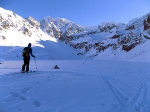 Na skitourach przez Czarny Staw Gąsienicowy