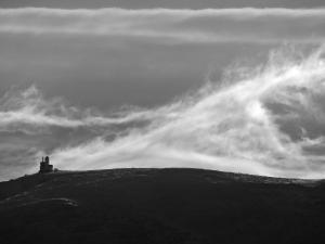Wietrzne Śnieżne Kotły widziane z gór Izerskich.