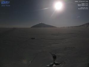 Pełnia księżyca nad Śnieżką ze schroniska Luční Bouda