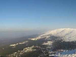 Widok z okolic schroniska na Szrenicy