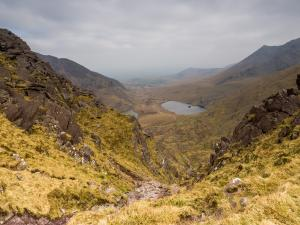 W oddali jeziora Gouragh (z lewej, ledwo widać) i Callee.