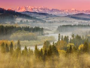 Pięknie oświetlone szczyty Tatr