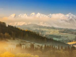 Tatry przecięte pierzyną z chmur