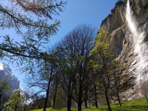 Lauterbrunnen, dolina w Szwajcarii ze słynnymi wodospadami
