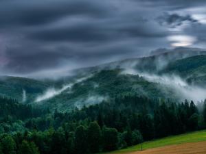 Widok na Równicę - burzowa noc