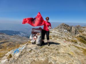Na szczycie z albańską flagą (bo macedońskiej nie było)