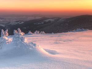 Widok ze Śnieżnika w kierunku Doliny Morawy