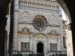 Bazylika Santa Maria Maggiore w Bergamo Alta. Świątynia została zbudowana w drugiej połowie XII w.