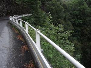 Drogą poprowadzoną nad wąwozem rzeki Torrente Pioverna jadę ku dzisiejszej atrakcji.