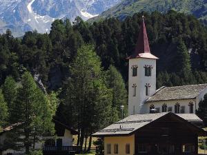 Wioska Maloggia znajdująca się na przełęczy Malojapass (1815 m).