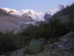 Lodowce Berniny tak mi się spodobały, że trochę zboczyłem z zaplanowanej trasy i zabiwakowałem w bezludnej dolinie na ok. 2000 m n.p.m.