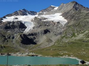 W końcu docieram na przełęcz, która jest najwyższym miejscem, jaki osiąga słynny pociąg Bernina Express.