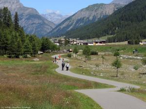 W takiej scenerii zbliżam się do Livigno - miejscowości znanej z ważnego ośrodka narciarskiego.