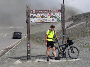 """Passo dello Stelvio – nazywana """"Królową Przełęczy"""", albowiem jest najwyższą przejezdną przełęczą we włoskich Alpach, a zarazem 3 przeł. alpejską co do wysokości."""