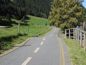 """Po noclegu na świetnym kempingu """"Presanella"""", przez połowę kolejnego dnia jadę rowerową autostradą :)"""