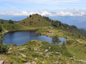 Laghetto di Lavena, które znajduje się na wysokości ok. 1975 m n.p.m.